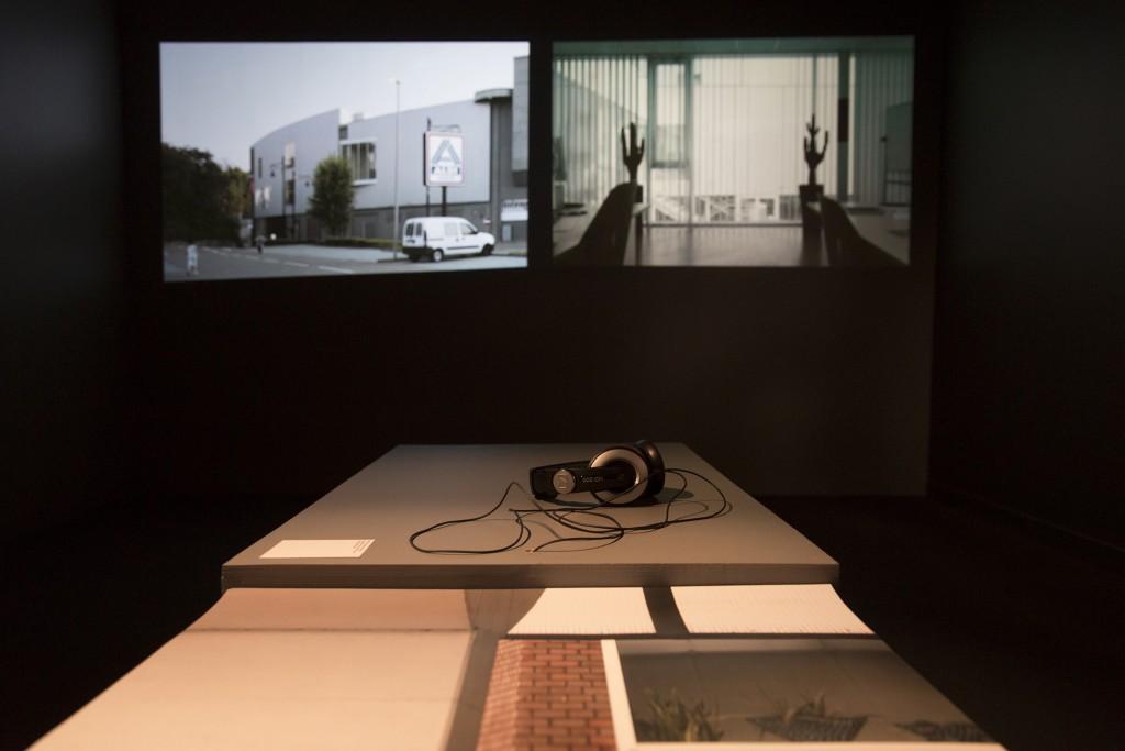 'Entrer –Five Architectures in Belgium.' Centre Wallonia-Bruxelles, Paris. PhotoVinciane Verguethen / Voyez-Vous.