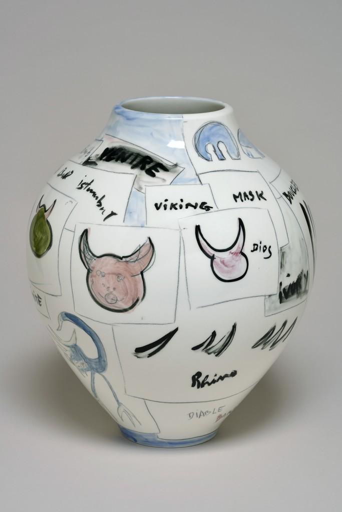 Fabrice Hyber: Bull (2015). Unique piece, porcelain. Height 36 cm. Sèvres – Cité de la Céramique at BRAFA 2016.