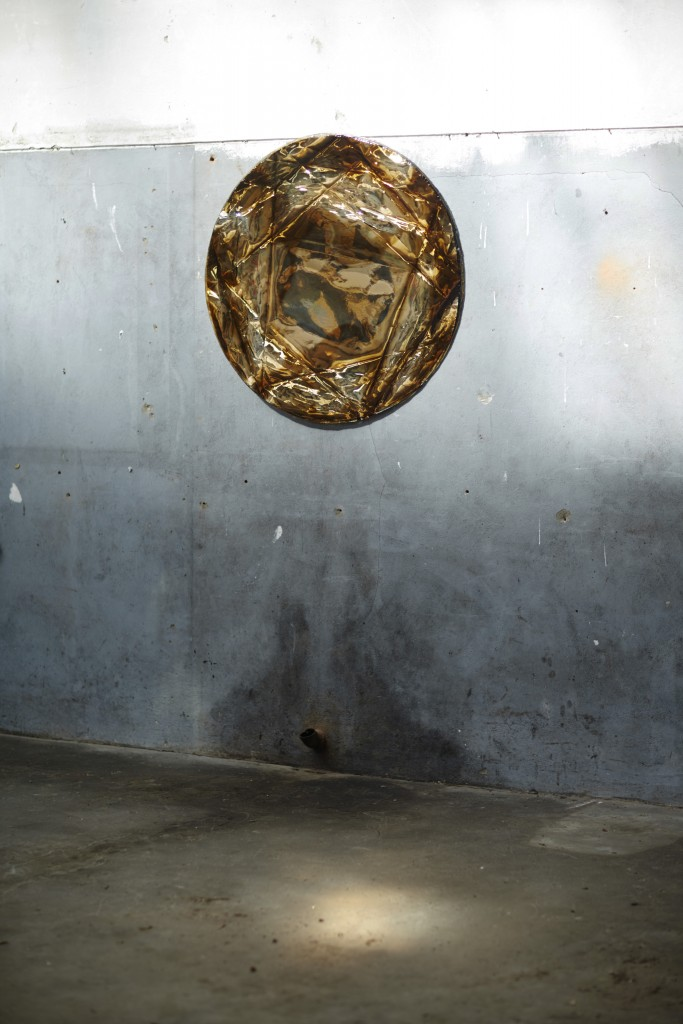 Limber gem, 1 diameter circle, silver and warm gold color combination, Limber Gem, first edition photographer Roel van Kopenhagen.