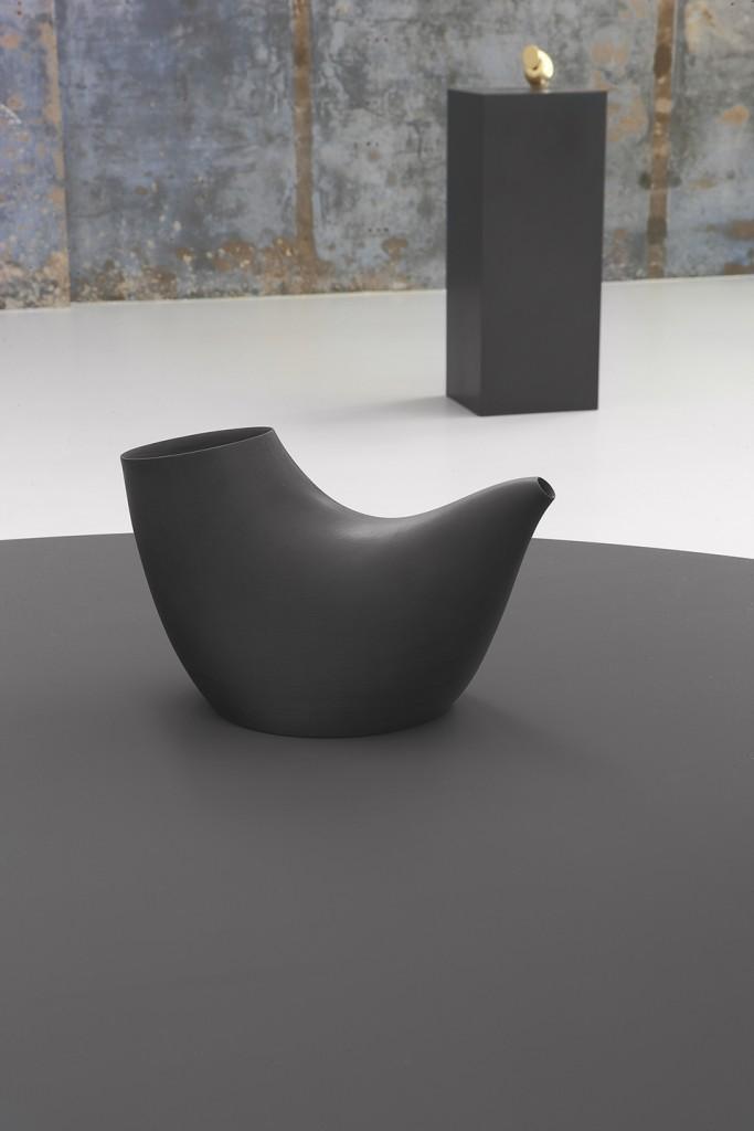Aldo Bakker, Pipe (2015). Porcelain. Production Frans Ottink. Exhibition View Containing Content, Looiersgracht 60, The Netherlands. Photo / copyright Erik et Petra Hesmerg