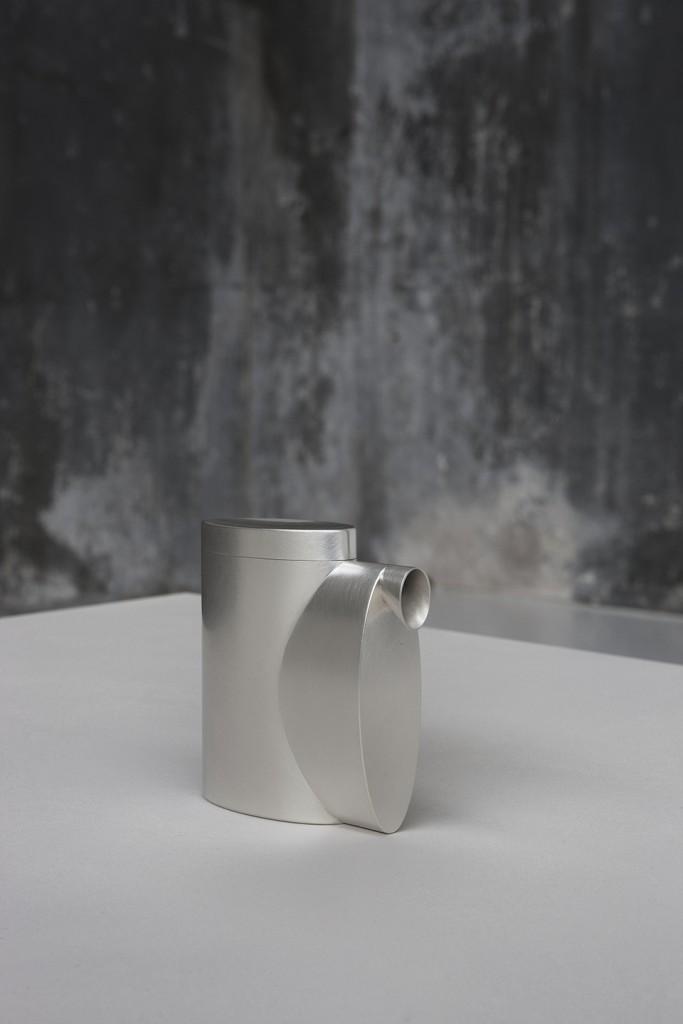 Aldo Bakker. Square Pourer (2015). 100% Fine silver. Production Jan Matthesius. Exhibition View Containing Content, Looiersgracht 60, The Netherlands. Photo / copyright Erik et Petra Hesmerg.