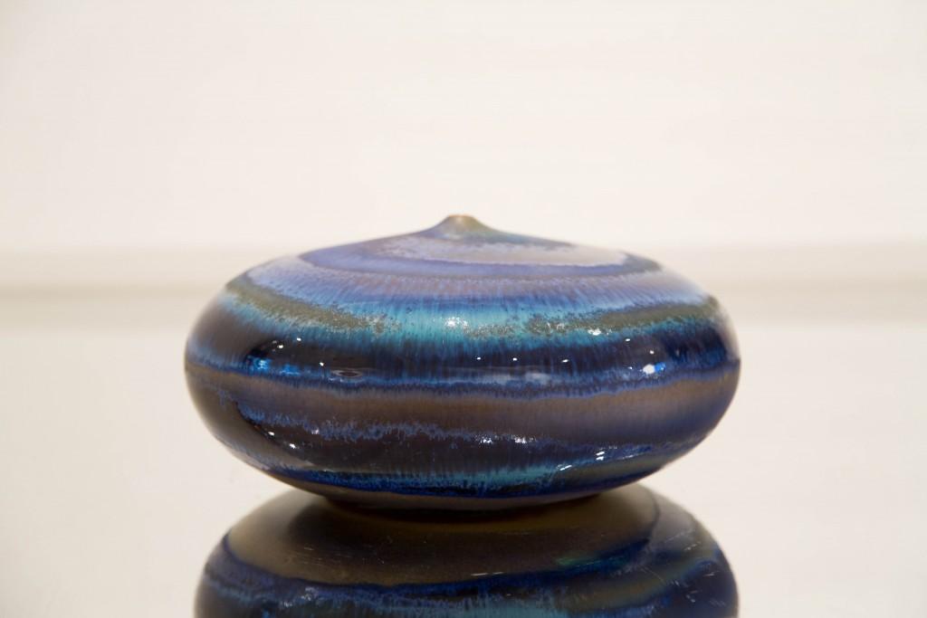Pot plat bleu: dimensions 14 x 90 cm / 2010