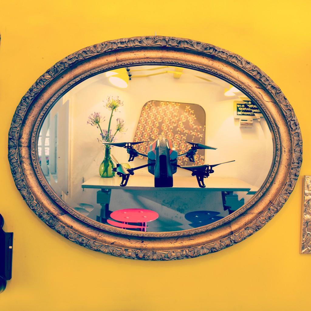 IOCOSE, Drone Selfies, 2014, Photographie, 30 x 30 x 3 cm, Courtesy : les artistes, Photo © Matteo Cattaruzzi