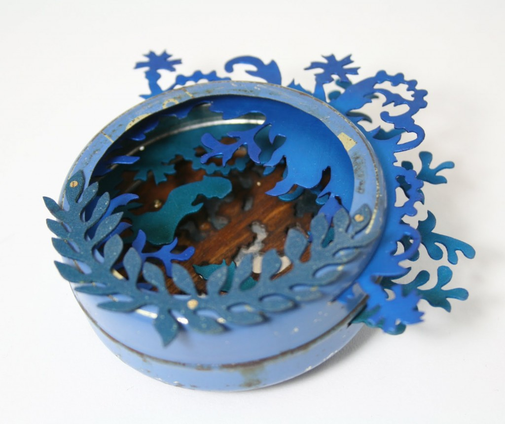 Blue Wolf_brooch_2