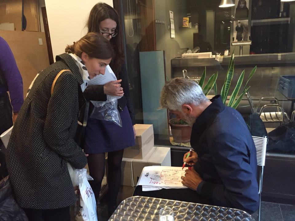 Alfredo Häberli signing up his t-shirt, also a limited edition based on his Spaghetti Chair's drawings