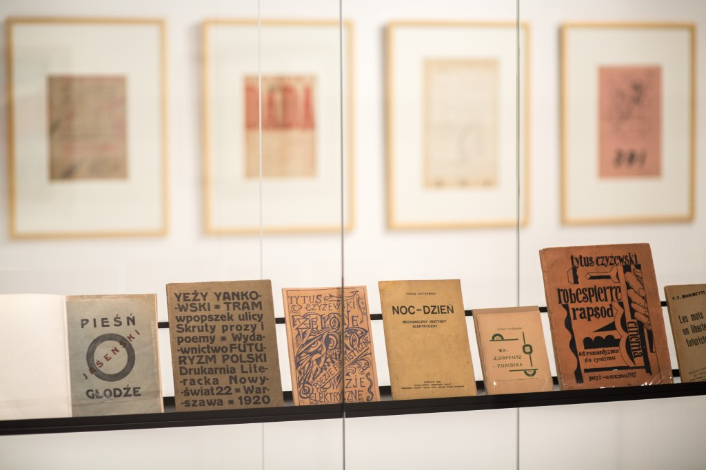 Marlena Kudlicka's 'divided dot' set design for the Changing the Field of View, Modern Printing and Avant-garde exhibition 2014, Museum of Art Lodz