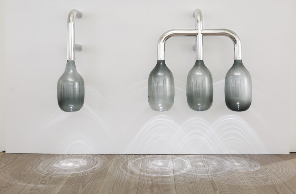 Conserving Light I, 2015 Stainless steel, hand blown glass, led, unique 105 x 26 x 43 cm Conserving Light III, 2015 Stainless steel, hand blown glass, led, unique 155 x 100 x 100 cm
