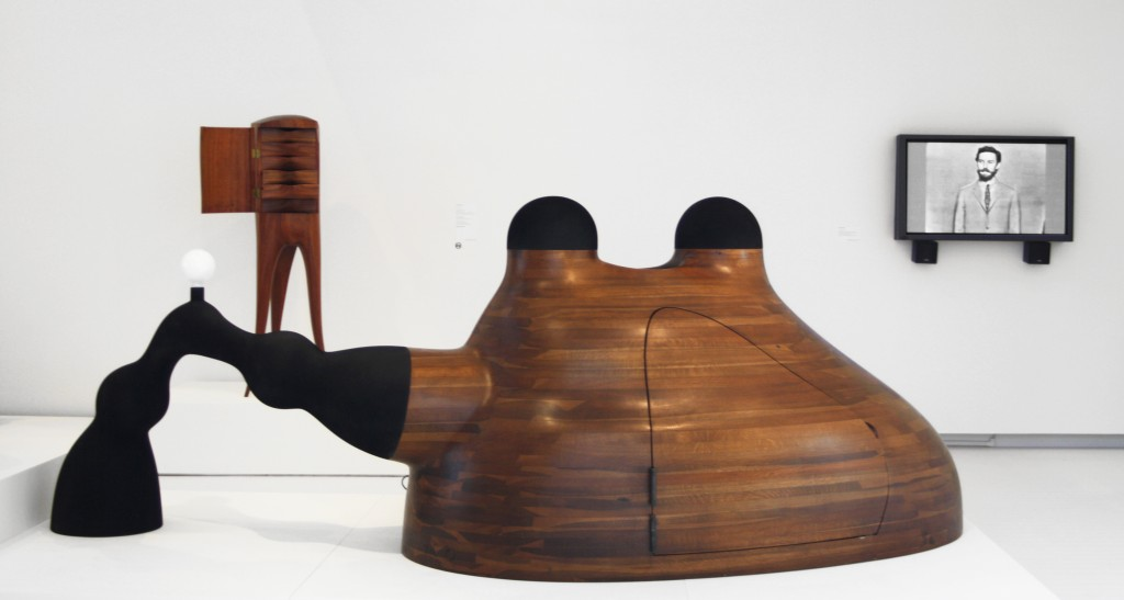 Environment for Contemplation (1969-70) Oak, Gel-Coated Fibreglass, Reinforced Plastic, Photo courtesy of the Aldrich Contemporary Art Museum and © Wendell Castle, Inc.