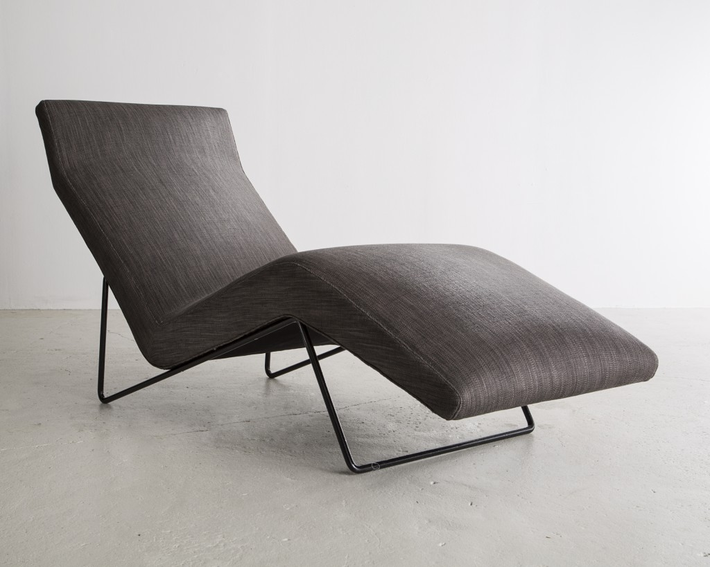 Upholstered lounge chair in grey with a sculptural iron frame. Designed by Carlo Hauner for Forma, Brazil, 1960s.