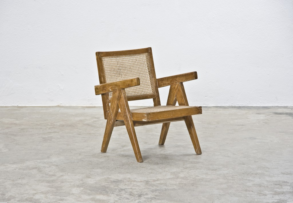 Frank Landau Gallery. Pierre Jeanneret: Lounge chair. Cane, bleached teak. Manufactured for Chandigarh, India in 1955. Size 97 x 63 x 100 cm.