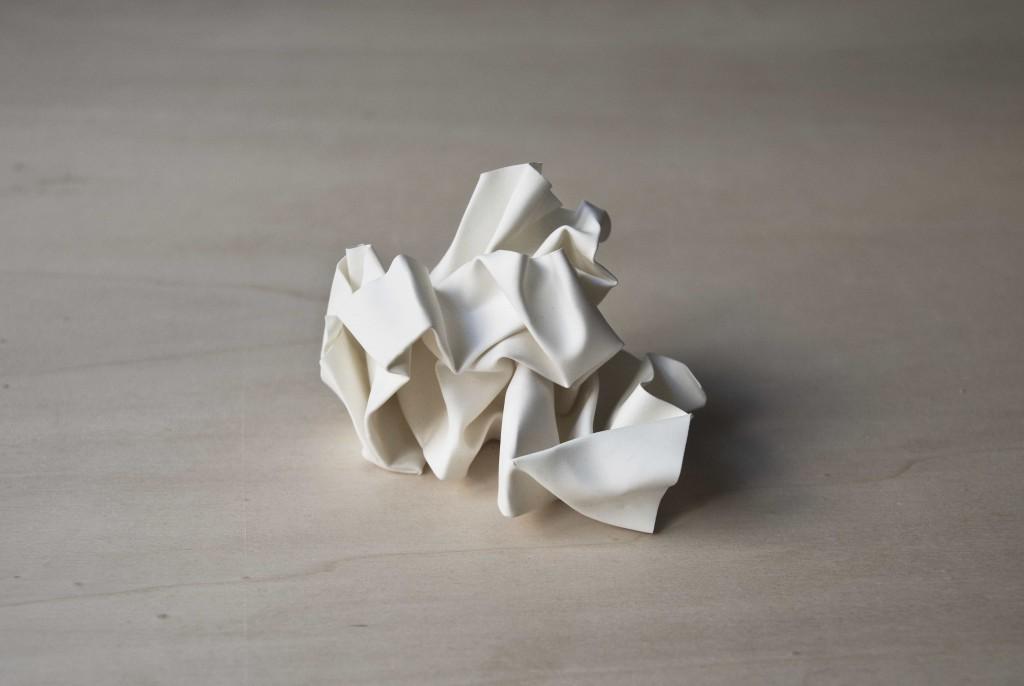 90 grammes d'idées fixes, 2011 by Keen Souhlal Porcelain, ø15cm