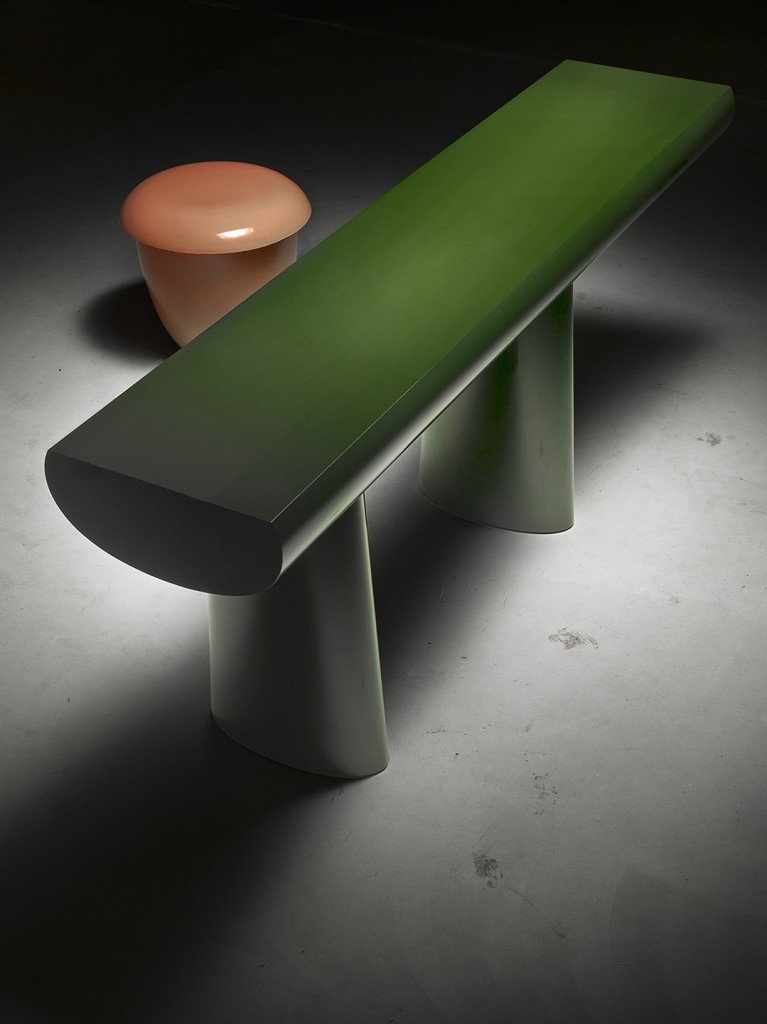 Aldo Bakker. Pink Stool and Green Table (2015) for Karakter Copenhagen. Urushi. Production Sergej Kirilov. Photo / copyright Erik and Petra Hesmerg.