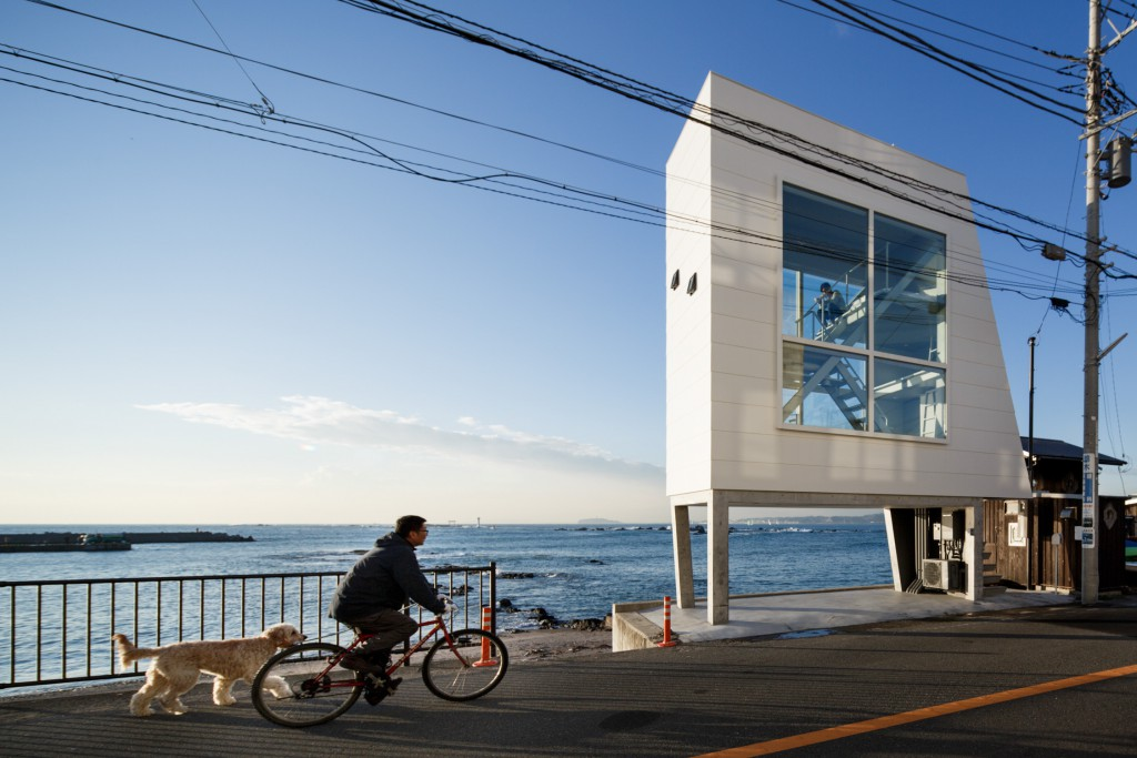 Zushi, December 21 2013 - Window house by Yasutaka Yoshimura