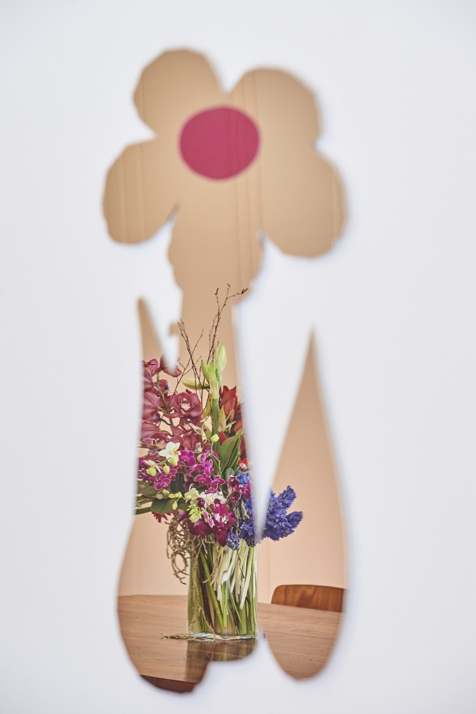 Jeff Koons - Inflatable Flower Cut-Out (2000); Jeroen de Rijke and Willem de Rooij - Bouquet II (2003). Photo courtesy Boghossian Foundation/Villa Empain.