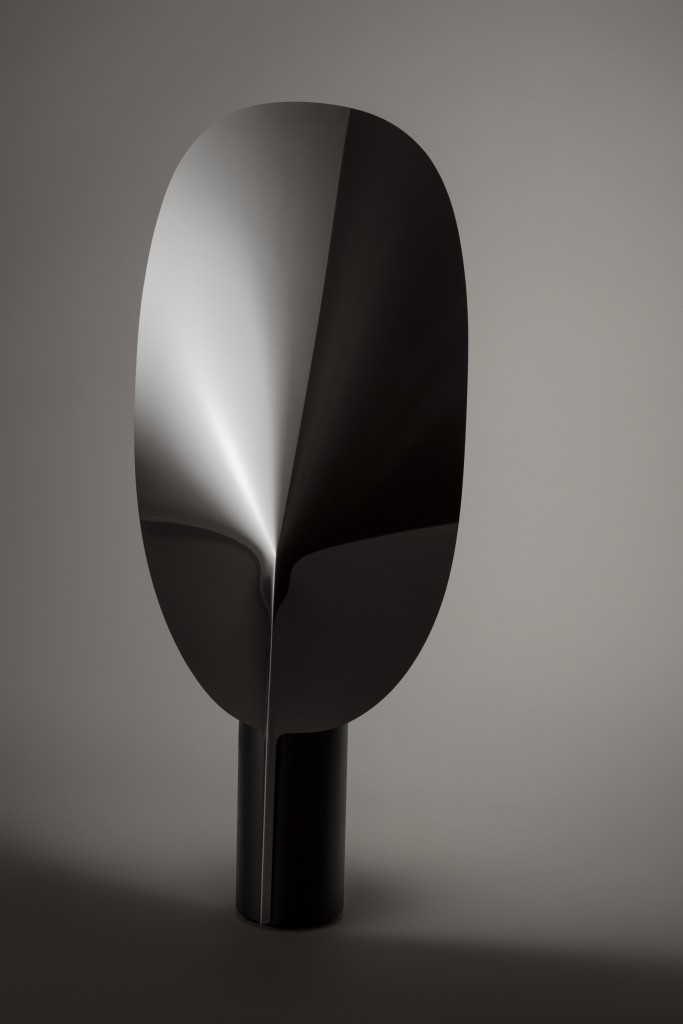 Patricia Urquiola (IT), Serena, Adjustable table lamp providing indirect and reflected light, polished aluminium with oval leaf-shaped diffuser, cm 63,4H x 26,8W, ed. by FLOS (IT), 2015. ©Patricia Urquiola
