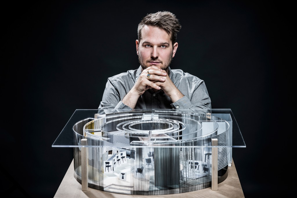 Das Haus – Interiors on Stage for imm cologne 2016 (Sebastian Herkner with the model) - Photo: Lutz Sternstein, courtesy of imm cologne