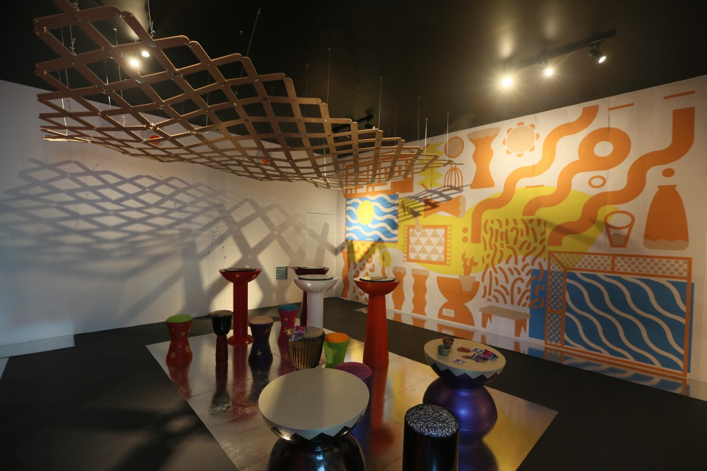 Curator Hellal Zoubir, an established painter and designer, commissioned graphic designers Moura Krinah and Walid Bouchouchi, interior designer Souad Delmi Bouras, and product designer Mohamed Ourrad to create a visual and reflective space defined by large graphic posters and mirrored floors.