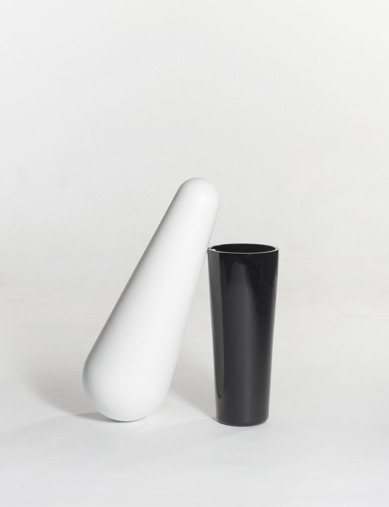 Ignotus Nomen glass-blown resin vase with Joachim Jirou-Najou for Galerie Kreo (2011). Photo: Fabrice Gousset