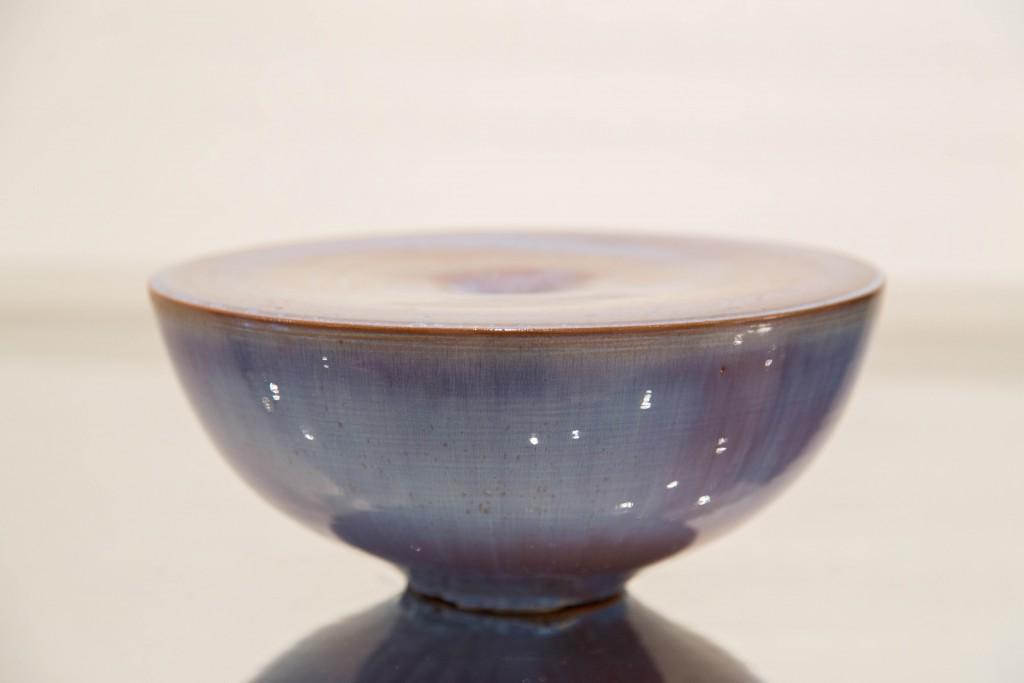 Pot bleu mauve : dimensions 12,5 x 29 cm / 1980
