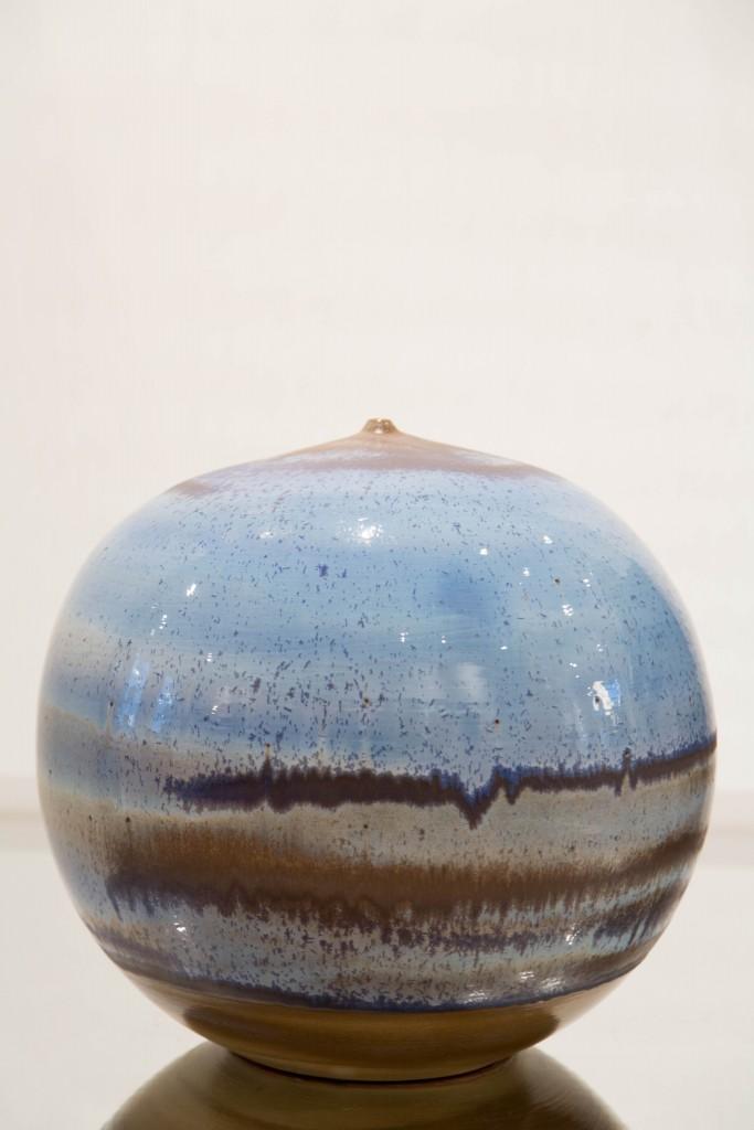 Pot grand bleu mauve: dimensions 30 x 134 cm / 2003
