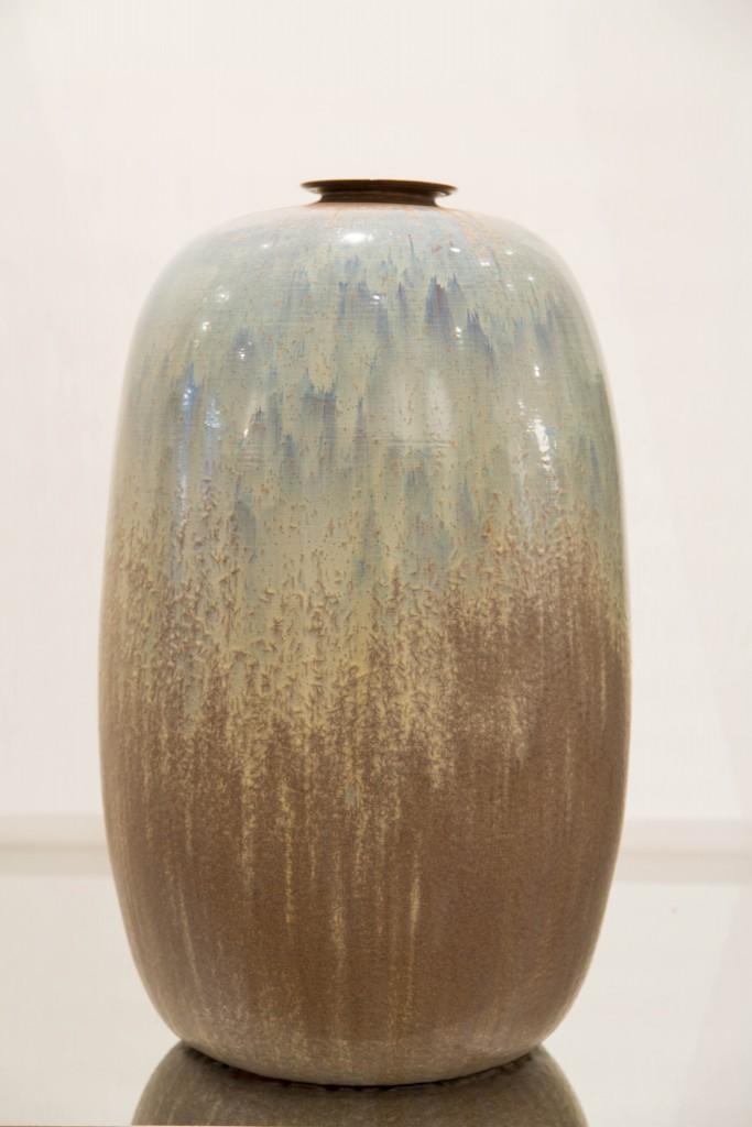 Pot grand avec col bleu: dimensions 70 x 138 cm/ 1980