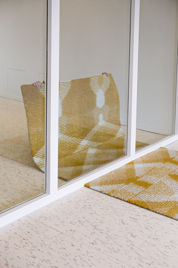 Laend (Chevalier Masson & Diane Steverlynck) + valerie_traan sees the three designers brought together by the Antwerp gallery for a collection of carpets that embeds different patterns in the knitted surface depending on the observation point. The specialist spinning mill of Diese Wolle and Belgian carpet producer Limited Edition have been instrumental.