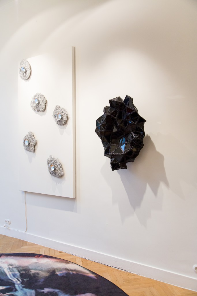 Of Insects and Men n°1, mural piece, honeybee bio resin, discarded glass, 2017, unique piece data-height: 85cm, data-width: 70cm, depth: 25 cm, weight: 15 kg, unique piece. Installation view of Crystallized at Spazio Nobile until April 19
