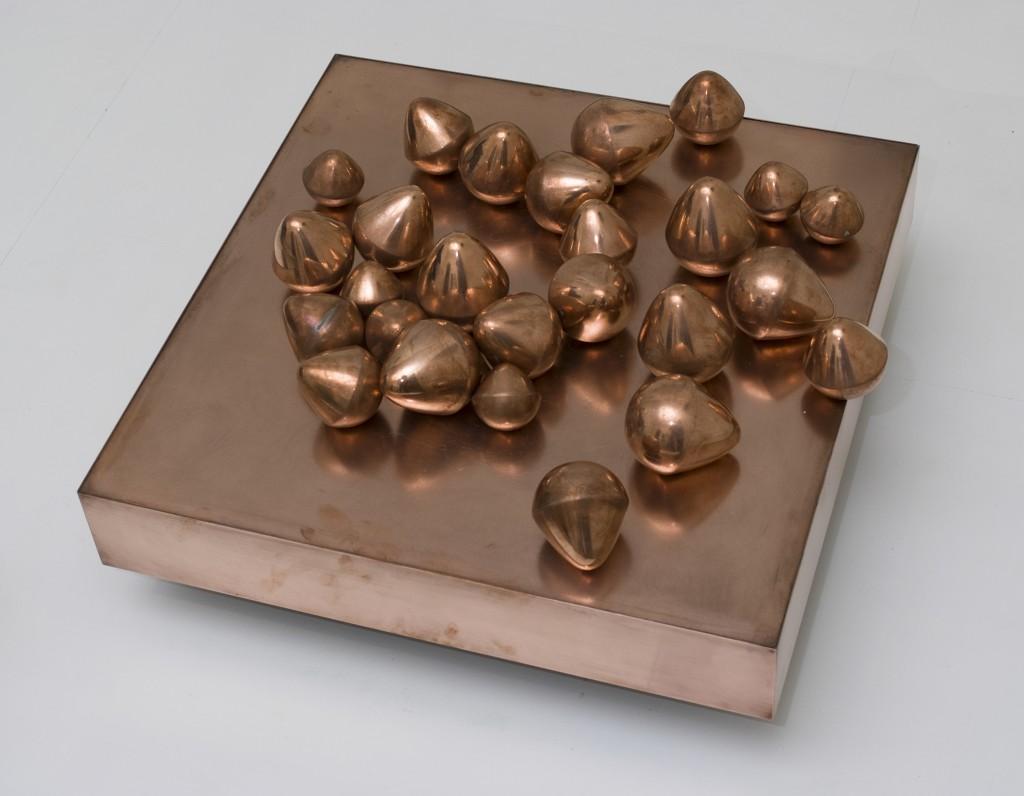 Pol Bury 26 œufs aplatis sur un plateau - c.1971 Private Collection, Brussels © Luc Schrobiltgen, Brussels
