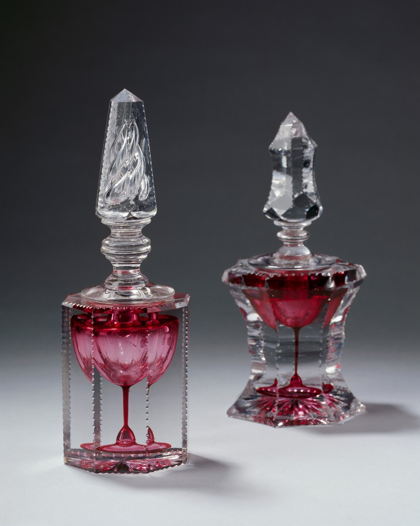 L'Encrier revanche [Revenge inkwell] These purely decorative inkwells are a real technical feat. The ink reservoir, made from blown, coloured glass, is in the shape of a goblet. The goblet is then encased in thick, transparent glass, which is cooled and then carved into more or less complex patterns. The coloured glass symbolises the ink and the goblet is a reference to the glassblowing profession. According to tradition, the word revenge refers to the superiority of the glassmakers' technical dexterity over intellectual knowledge. These so-called revenge inkwells have never held any ink.