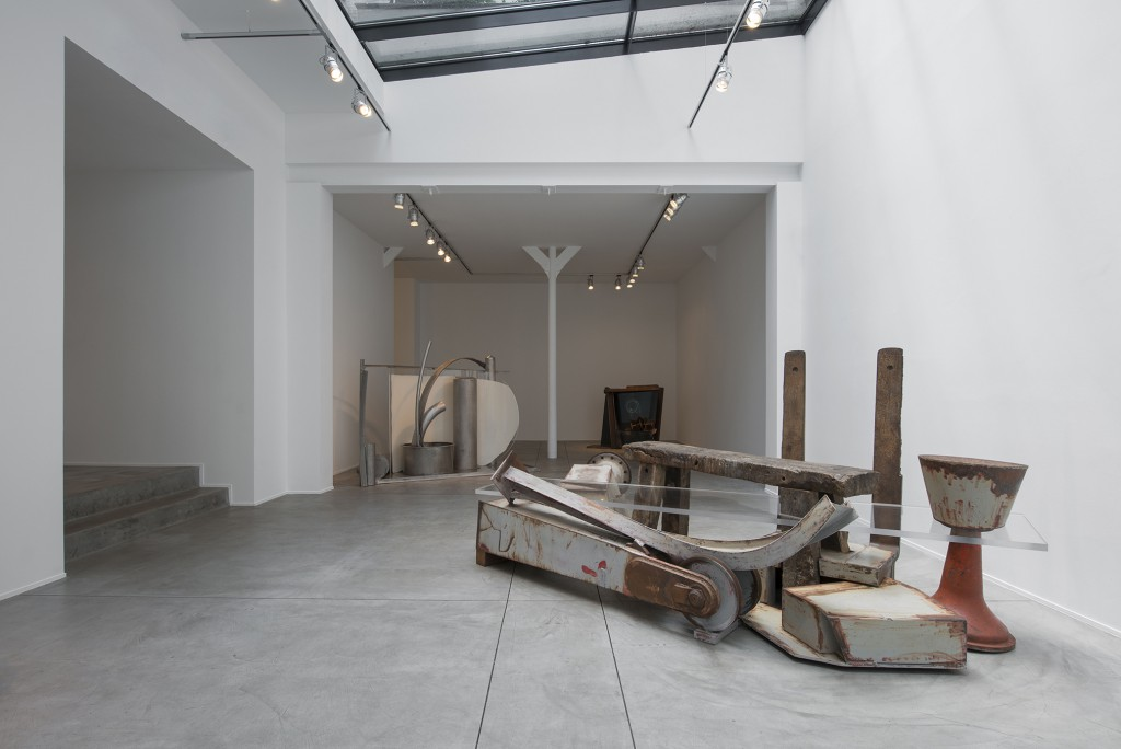 Bench by Anthony Caro, 2011-2013 Steel, wood and perspex 147 x 316 x 178 cm. Installation shot at Galerie Daniel Templon.