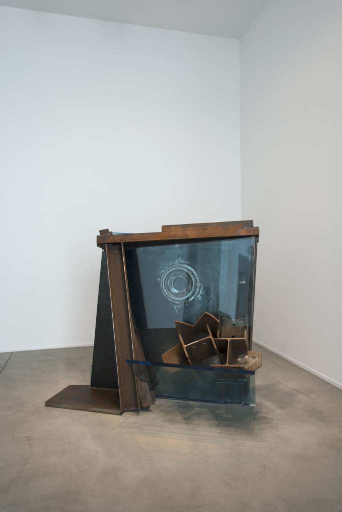 Mirror by Anthony Caro, 2013, steel and blue perspex 130 x 122 x 86.5 cm. Installation shot at Galerie Daniel Templon.