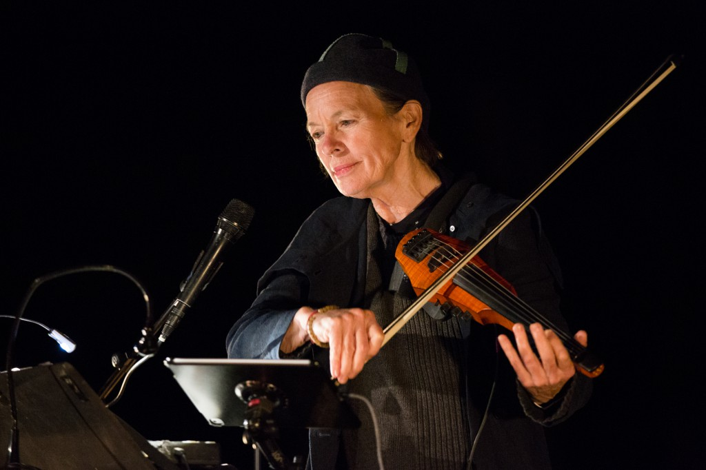 The Wildbeests – reprised from the 5th Annual Watermill Center Benefit in 1997 – performed live by Laurie Anderson, in tribute to her partner, the late Lou Reed, Photo: Maria Baranova