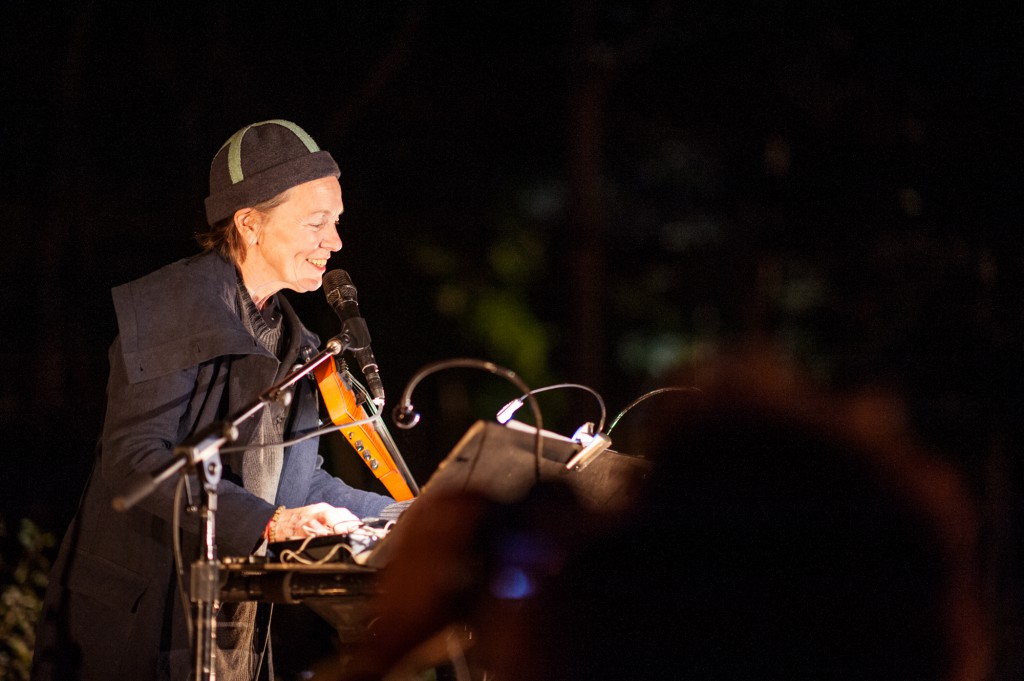 The Wildbeests – reprised from the 5th Annual Watermill Center Benefit in 1997 – performed live by Laurie Anderson, in tribute to her partner, the late Lou Reed, Photo: Lovis Ostenrik