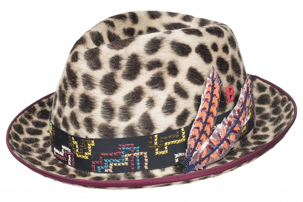 With its jacquard ribbon and leather feathers, this hat embodies the spirit of MY BOB