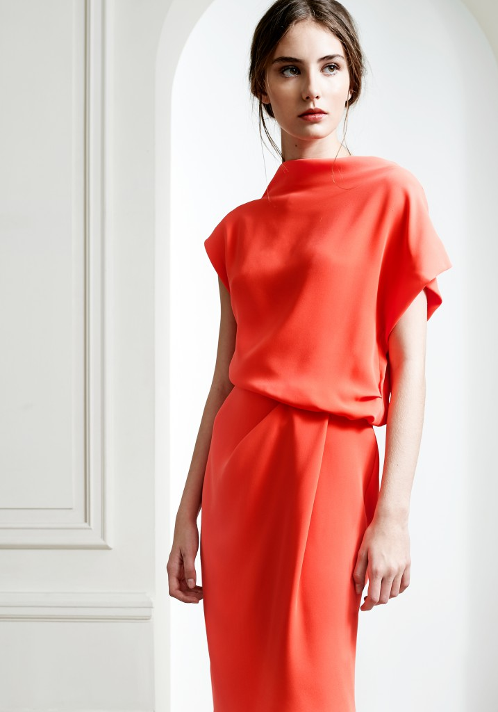 This Natan silhouette perfectly reflects the minimalist, contemporary couture spirit of the Belgian House