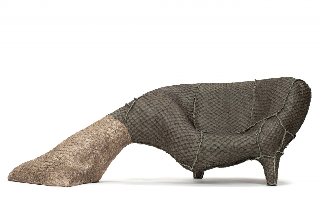 Sereia Pirarucu, Cast bronze, pirarucu leather, 96.5 x 274 x 117 cm, Photo: Fernando Laszlo