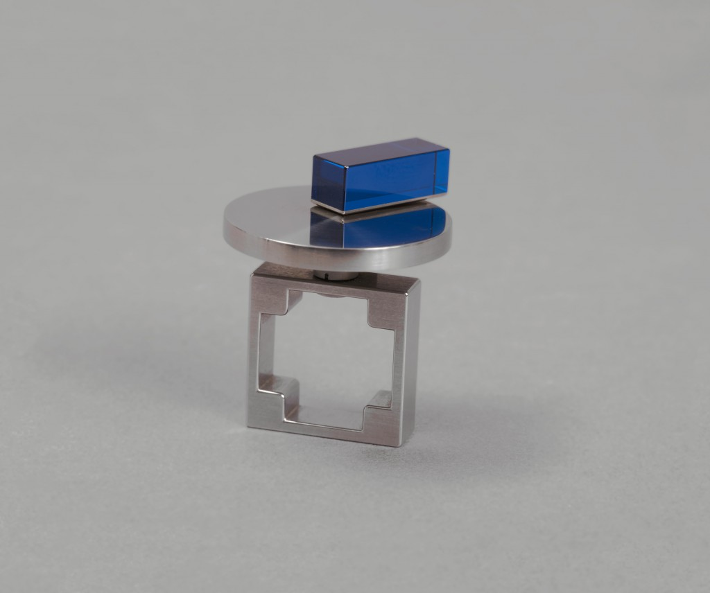 Friedrich Becker; Ring (kinetic), 1993; Silver, acrylic; H x D: 3.5 x 3.2 cm (1 3/8 x 1 1/4 in.); The Susan Grant Lewin Collection, Cooper Hewitt, Smithsonian Design Museum; Photo: Matt Flynn © Smithsonian Institution