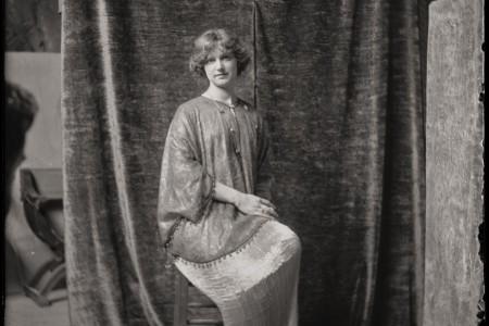 24- Modèle en robe Delphos, 1920