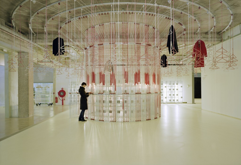 Merry-Go-Around Coat Check, Boijmans Van Beuningen, 2009 © Elian Somers